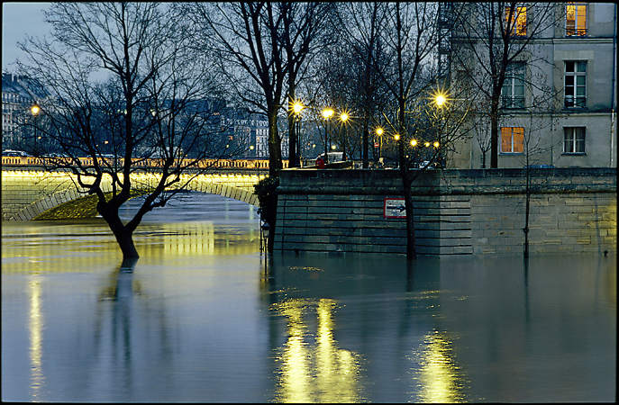 le saint louis during springtime floods. Black Bedroom Furniture Sets. Home Design Ideas