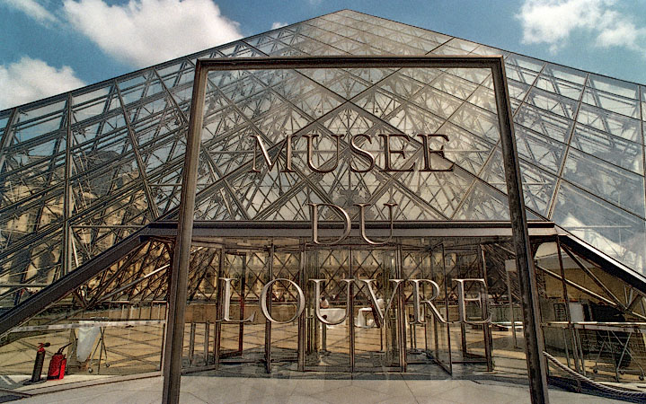 The main entrance to the louvre museum - Construction of the louvre ...