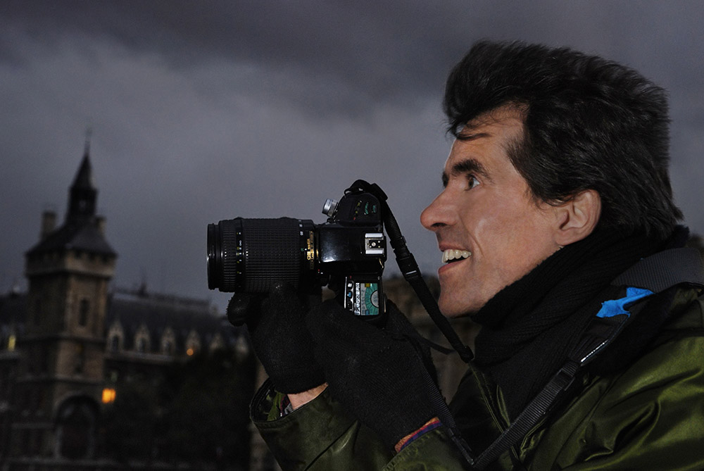 David Henry taking pictures in Paris.
